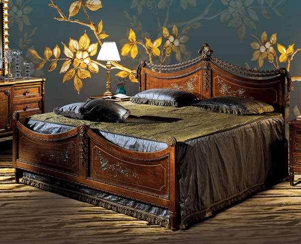 AC-7600-P21DEC King Size Wood Panel Bed w/ Decoration