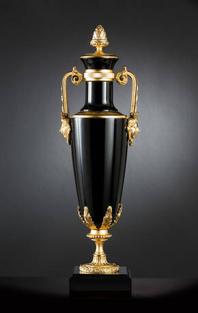 M-A154 Black And Gold Urn