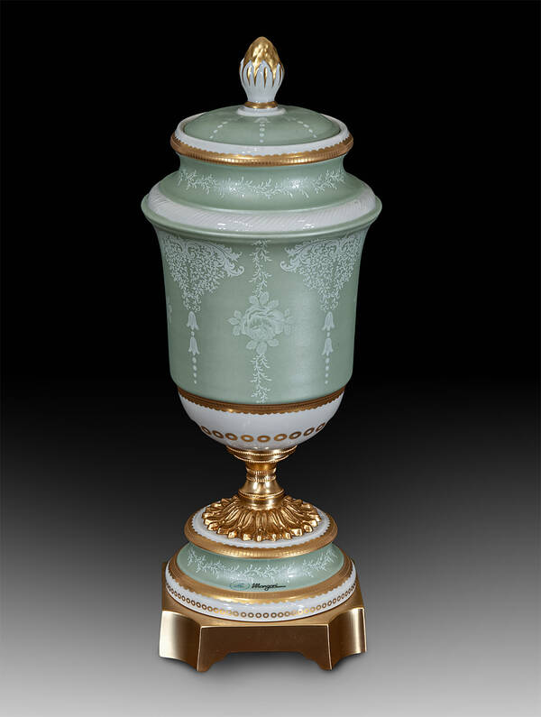 MG-21261 Porcelain Urn