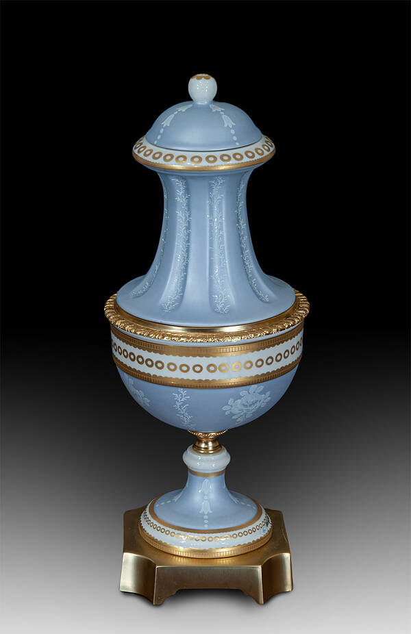 MG-21650 Porcelain Urn