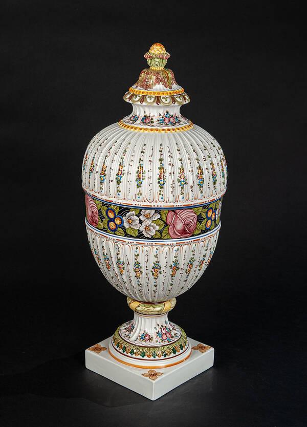 DPR-1532 Painted Ceramic Urn